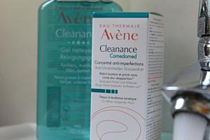 Kosmetische Behandlungsmethoden der jugendlichen Haut
